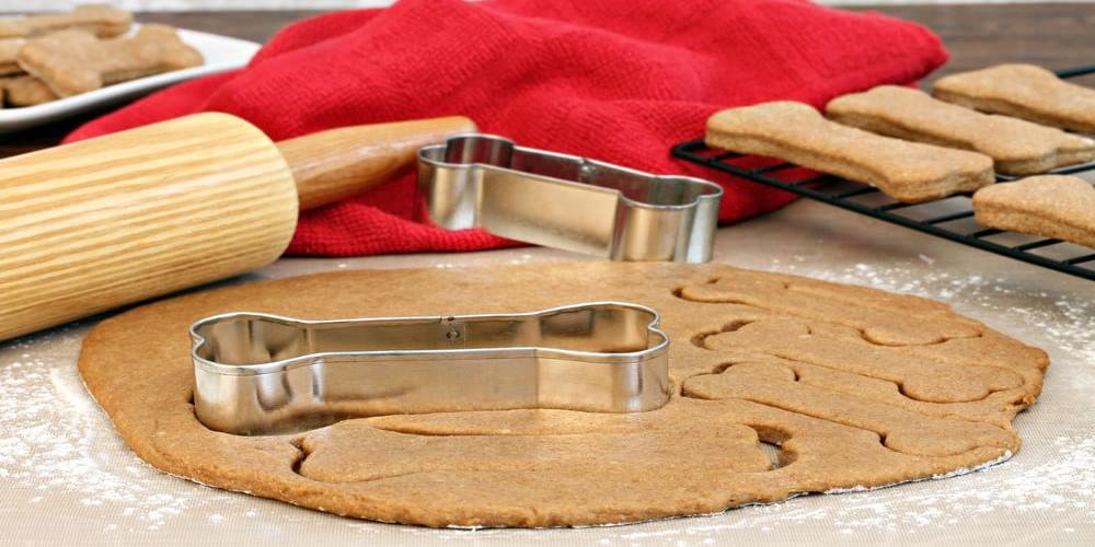 biscotti per cani con stampini a osso